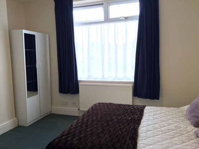 61264_451099_Bedroom