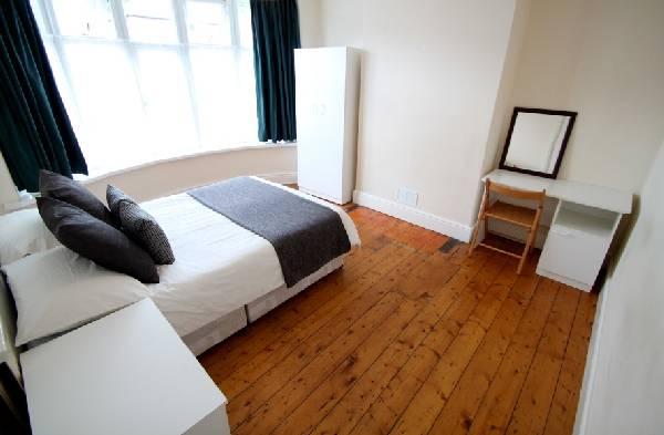 82021_347904_Bedroom